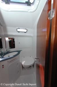 14-bavaria-44-2004-toilet-forkahyt