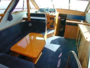 06-royal-yacht-520-pantera-1992-salon-1