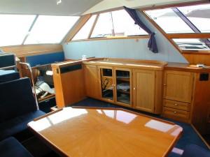 08-royal-yacht-520-pantera-1992-salon-3