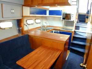 14-royal-yacht-520-pantera-1992-pantry-2