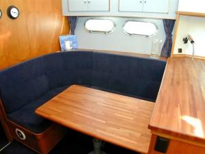 15-royal-yacht-520-pantera-1992-dinette